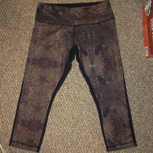 Size 8 Lululemon cropped leggings